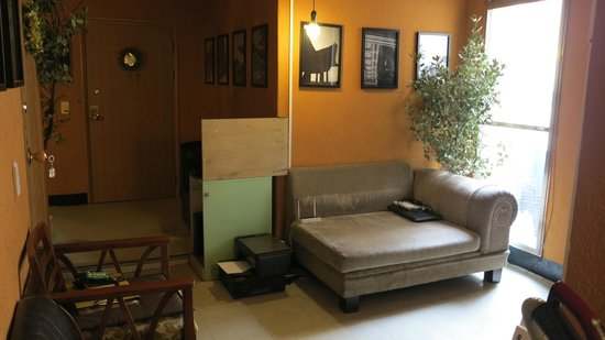 Nahbi Guest House for Backpackers: lobby