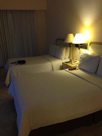 Fiesta Inn Veracruz Malecon: two double beds