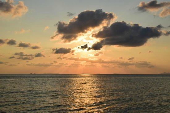 Sunset Lipa Noi beech