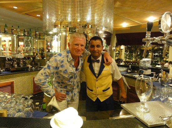 Iberostar Grand Hotel Paraiso: Daniël, bartender in de hotel-lobby, tovenaar met cocktails !
