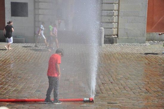 Krakowskie Przedmiescie: импровизированный фонтан