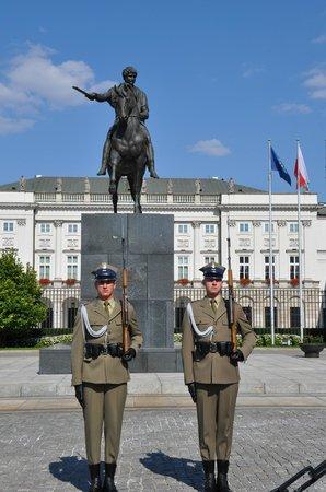 Krakowskie Przedmiescie: почетный караул