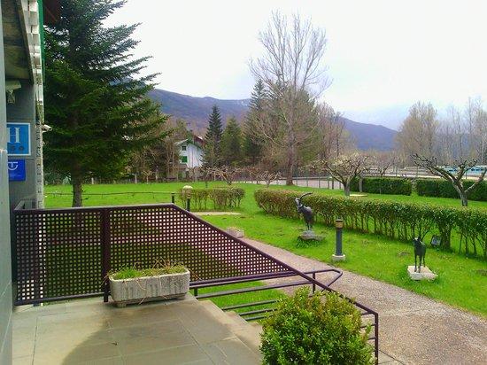 Gran Hotel Benasque: Jardín exterior