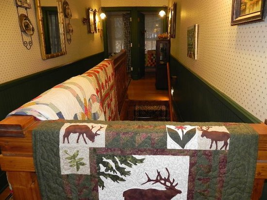 The Crofting Inn : Check out the quilts