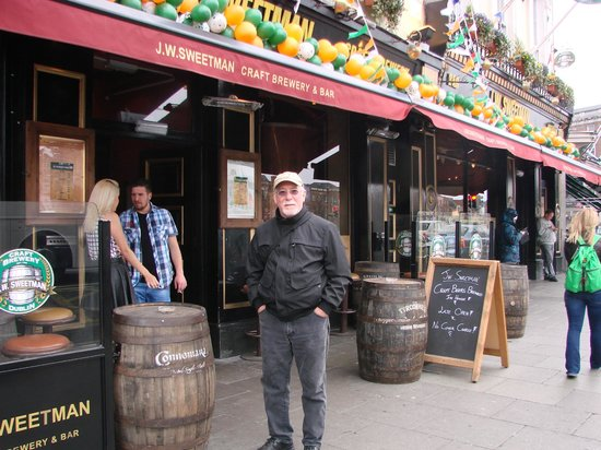 J W Sweetman Craft Brewery: JW Sweetmans Brewpub