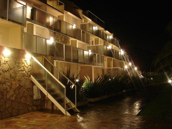 Terrazas al Mar Apart-Spa : Vista nocturna de las unidades