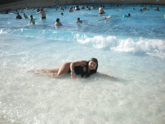 Wild Wadi Waterpark: Искуственные волны  посреди земы -это маленькое чудо!