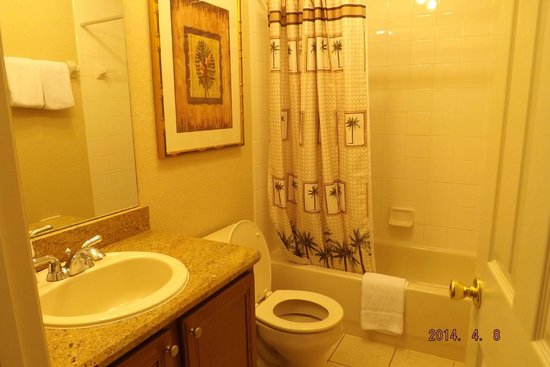 Regal Palms Resort & Spa: There was 3 full bathrooms and 1 half