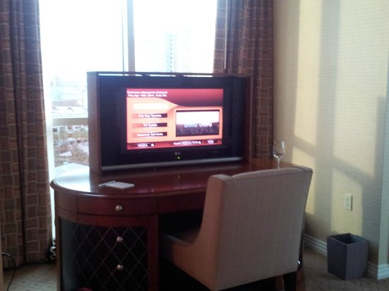 Signature at MGM Grand: After pic - TV rises out of desk