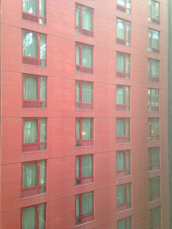 Hampton Inn Manhattan/Times Square South: View from my room. Make sure to close your curtains at night.