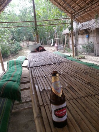 Ta Lai Longhouse : Eating area and some of the hammocks
