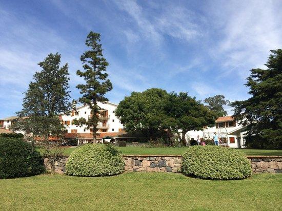Hotel Nirvana: El parque al fondo del hotel es un paraíso
