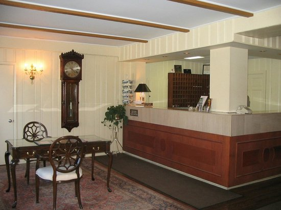 The Inn at the Beeches: Hotel Front Desk