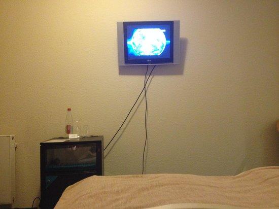 Berlin Mark Hotel: TV in bedroom