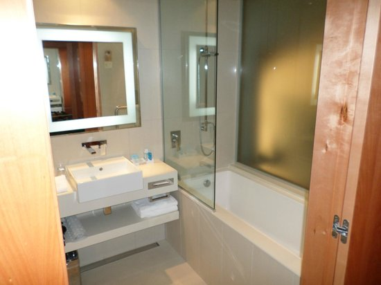 Novotel Auckland Airport: Bathroom