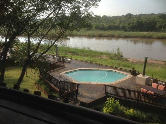 Sabie River Bush Lodge: Pool and Sabi River