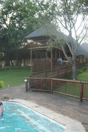 Sabie River Bush Lodge: View up to dining area from decking