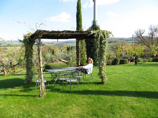 Agriturismo La Bruciata: Great place to sit outside
