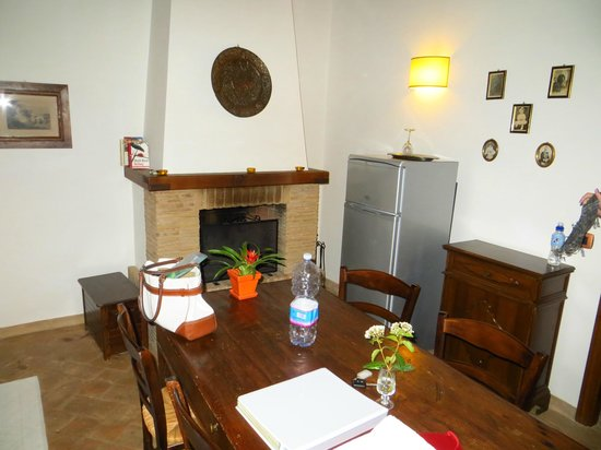 Agriturismo La Bruciata: Common area of the apartment