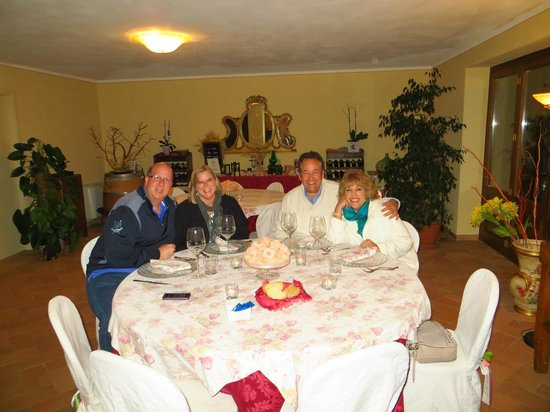 Agriturismo La Bruciata: Dinner on our last night