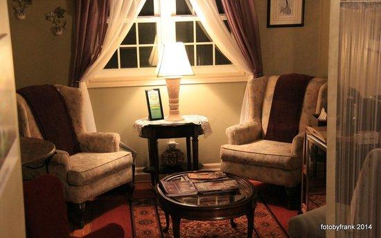 Newark Manor B&B: Upstairs coffee sitting area