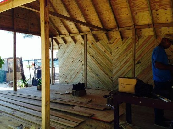 Secrets Cabins on Negril Beach: The new bar extension gonig up.