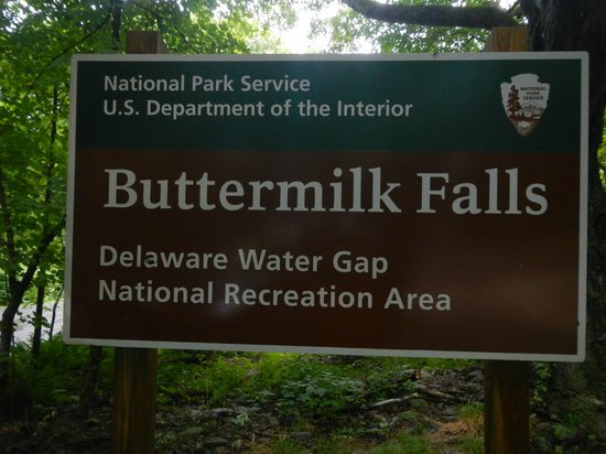 Delaware Water Gap National Recreation Area: Sign at parking lot entrance