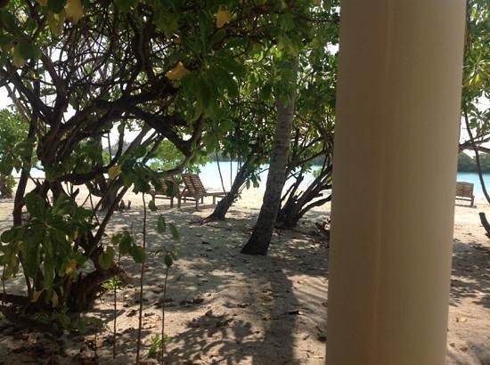 Paradise Island Resort & Spa : la playa desde la terraza de la habitacion 209