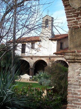 Mission San Juan Capistrano: Inside the courtyard