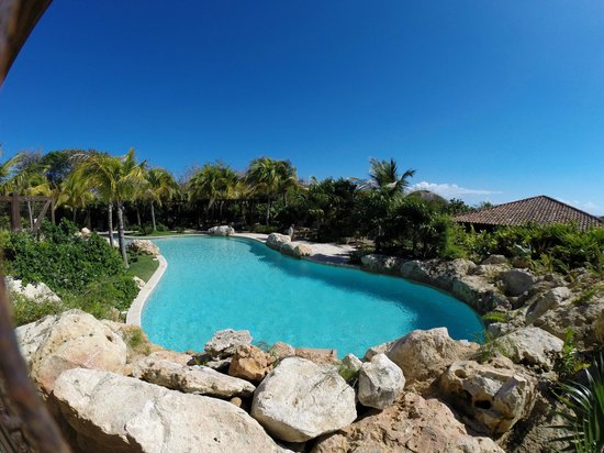 Royal Isabela: at the pool we saw two families again seeming so private but they were fully booked