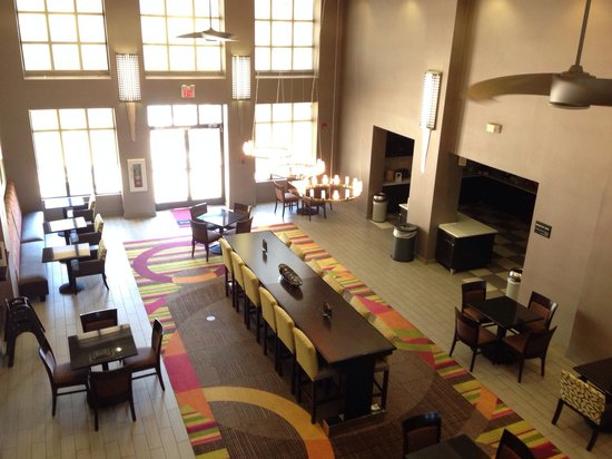 Hampton Inn & Suites Tulsa-Woodland Hills 71st-Memorial: Salao do cafe da manha