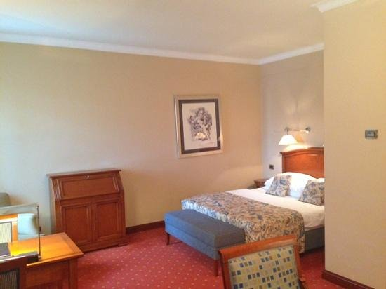 Best Western Premier Hotel Astoria: bed area