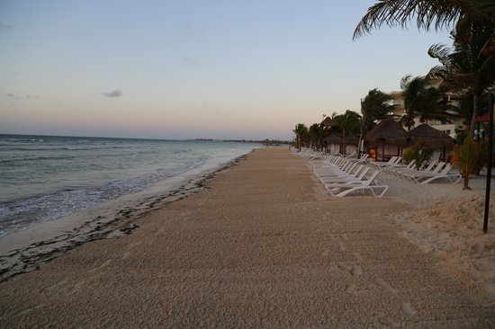 Azul Beach Resort Sensatori Mexico: Beach, early morning just before sunrise