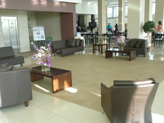 Howard Johnson Hotel  Ramallo: LOBBY