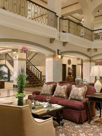 Hotel Blackhawk, Autograph Collection : Grand Lobby