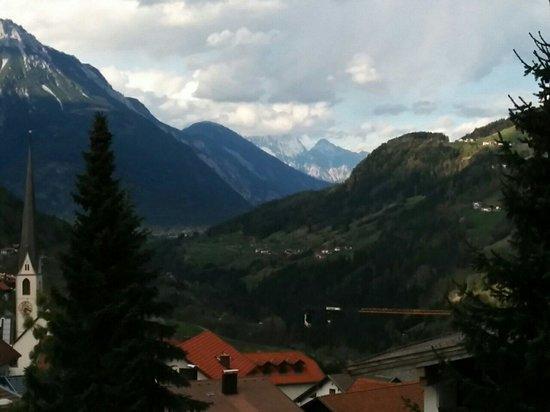 Hotel Tschirgantblick: Blick von unserem Balkon.