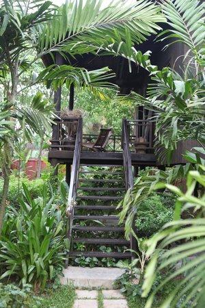Maison Polanka : khmer house balcony
