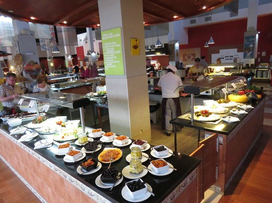 TUI MAGIC LIFE Fuerteventura : Dried and fresh fruit counter in the main dining hall