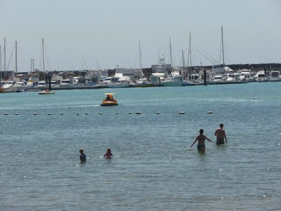 Broncemar Beach : water very shallow