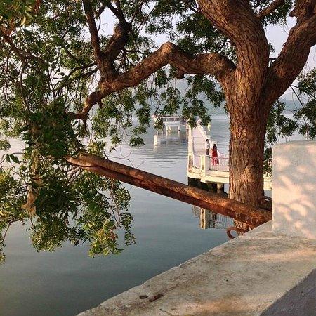 Nehru Park: Pier
