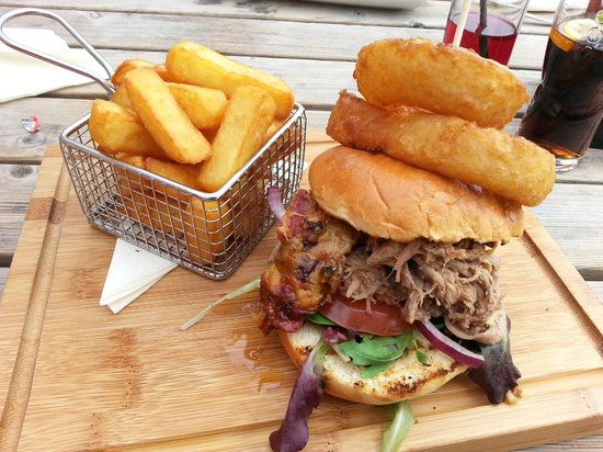 The Thatched Inn: Pulled pork gourmet sandwich! Why don't all sandwiches look like this?!