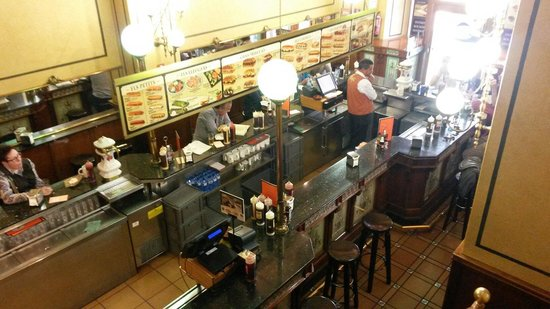 Cafe Viena Rambles : Not such a good place to eat!