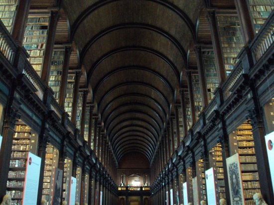 The Book of Kells and the Old Library Exhibition: wunderschöner Raum