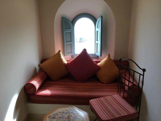 Radisson Blu Ulysse Resort & Thalasso Djerba: Coin salon de la chambre