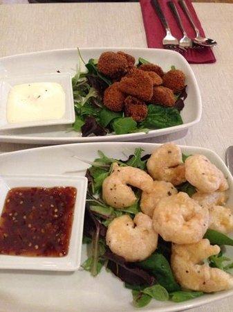 Coach & Horses Inn: starters, prawns and mushrooms, yummy