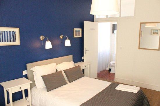 Hôtel Saint-Michel : Chambre Triple - Triple Bedroom