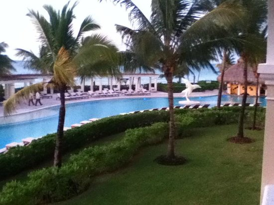 Dreams Tulum Resort & Spa : View to Right
