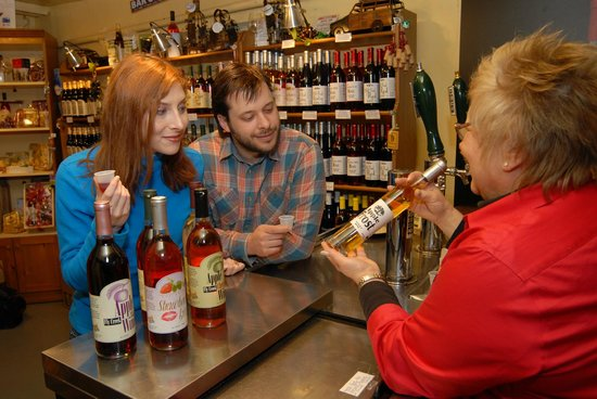 Fly Creek Cider Mill & Orchard: Fly Creek Cider Mill Farm Winery tasting Apple Wines and Hard Ciders