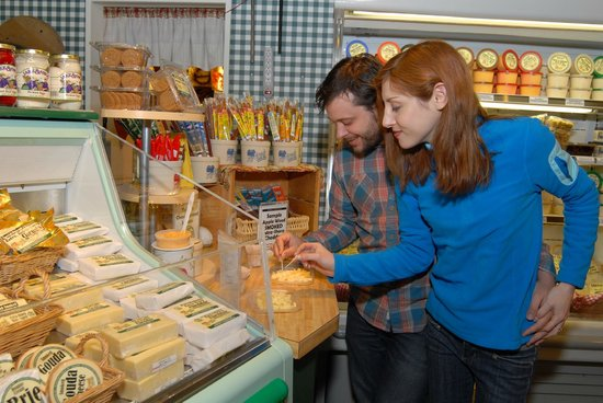 Fly Creek Cider Mill & Orchard: Sample Extra-Sharp, Mill-Aged New York State Cheddar Cheese