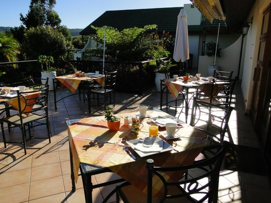 Knysna Country House: Blissful sunny breakfast